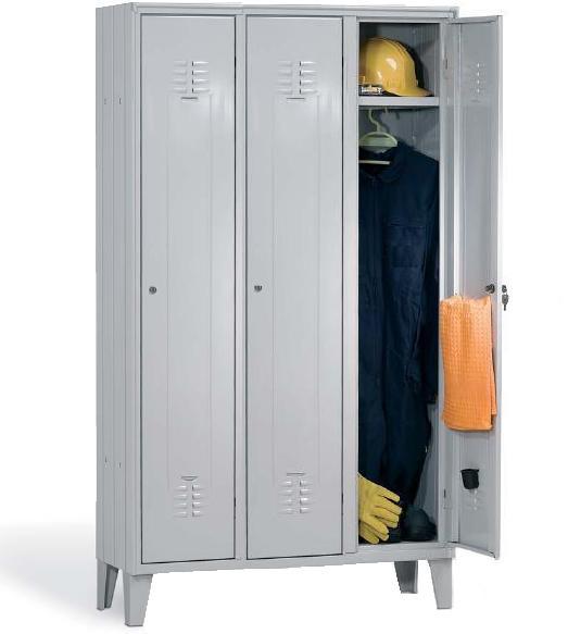 Locker with 3 doors