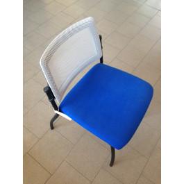 Seduta da attesa in rete colore blu e grigia