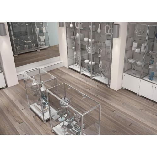 Vetrina con mobiletto per esposizione negozio castellani for Piani casa negozio