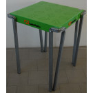 Tavolo metallico con piano Verniciato verde da negozio cm. 60x60x75h