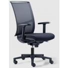 Poltrona ergonomica operativa per ufficio con schienale alto in rete nera, braccioli e ruote