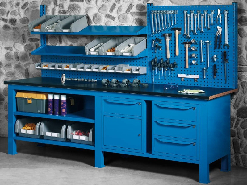 Scaffalature armadi e arredamento da ufficio castellani for Arredamento ferramenta