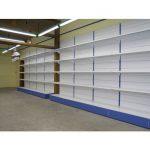 Scaffale ad angolo e scaffali componibili per ottimizzare gli spazi in negozio
