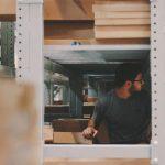 Come fissare una scaffalatura al muro: una guida pratica